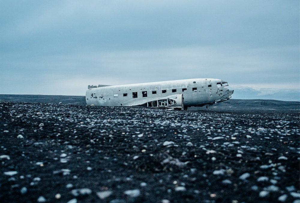 Accidents d'avion : 10 conseils pour survivre en cas d'atterrissage forcé, de sortie de piste ou d'amerrissage !