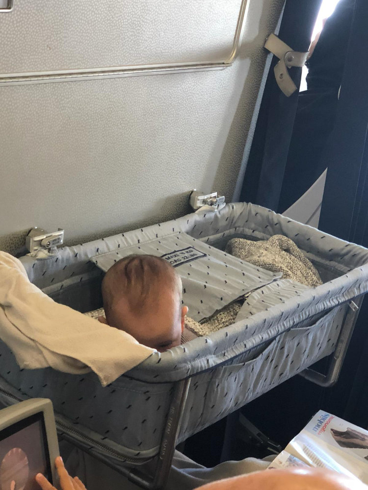 Voyager en avion avec un bébé